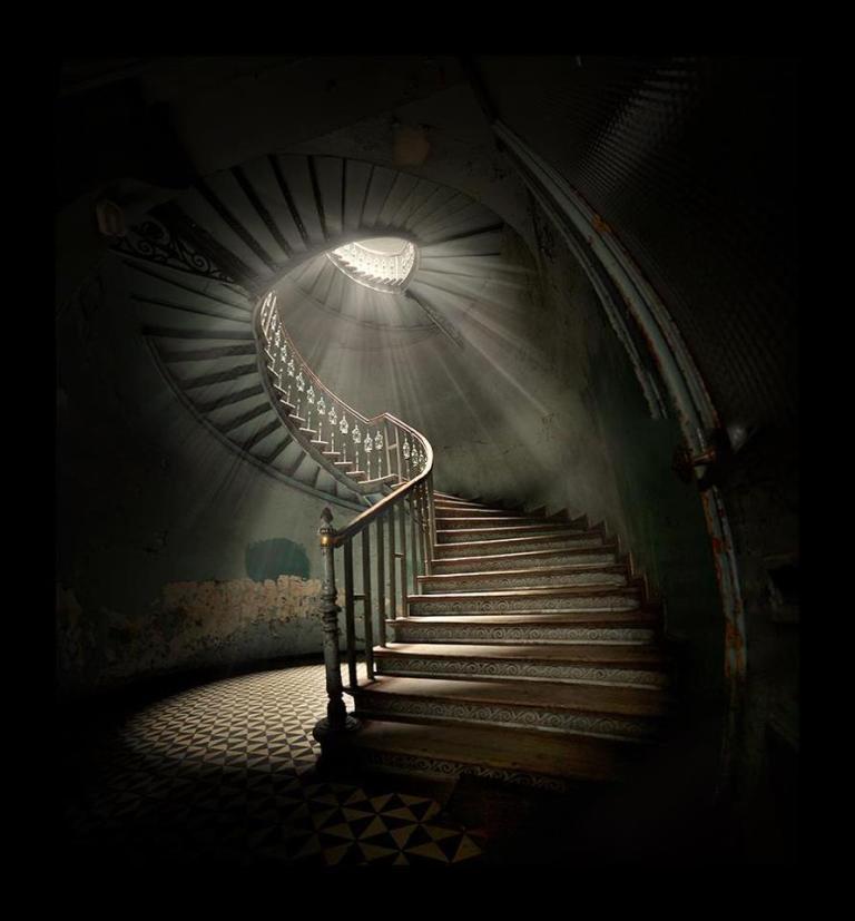 Viața dincolo de ce se lasă văzut, un șanț adânc și lat din ce se vede și ce este. Realitatea de fiecare dată e mai dură și greu digerabilă...Îngerii